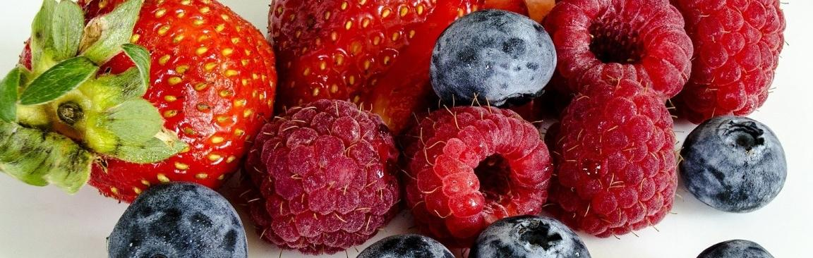A selection of berries (Image by Angel Glen/Pixabay)