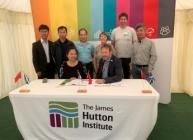 Signing of agreement between CAAS and James Hutton Institute