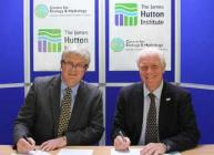 Mark Bailey, CEH and Iain Gordon, James Hutton Institute sign the agreement