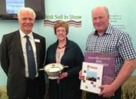 Iain Gordon presents the Best Soil in Show award to Ann and Harshaw Irvine