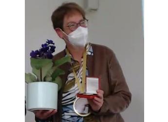 Doris Vetterlein receiving her medal virtual in Halle in Germany