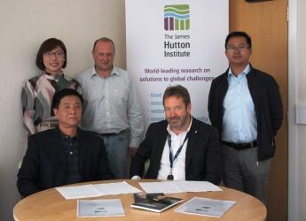 Hutton-HAAS MoU signing (c) James Hutton Institute