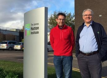 Drs Richard Allan and Jonathan Snape (c) James Hutton Institute