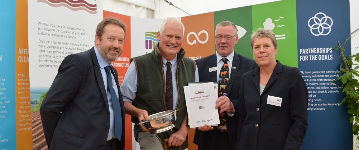 The Best Soil in Show 2017 award went to Roger Polson (c) JHI