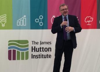 David Mundell MP speaks at James Hutton Institute marquee