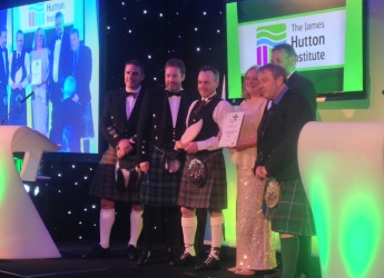 Professor Colin Campbell presents Innovation Award to CPR project (c) Hutton
