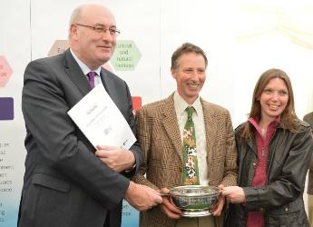 Phil Hogan and Aileen McLeod present Best Soil in Show award to David Scott-Park