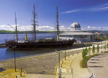 Photograph of RRS Discovery and Discovery Point in Dundee