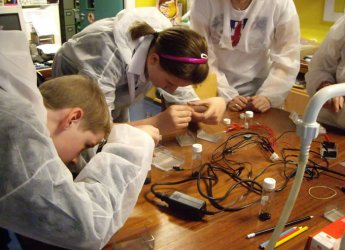 Photograph courtesy of Lorna Dawson: School pupils learning about soil forensics